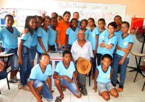 Educação a partir do meio ambiente. Alunos entrevistam moradores antigos sobre as mudanças territoriais.  Alagoinhas