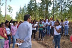 Etapa 2: educação no meio ambiente. Aula sobre eucaliptos e preservação. Escola Municipal João Batista Figueiredo- Barra do Choça